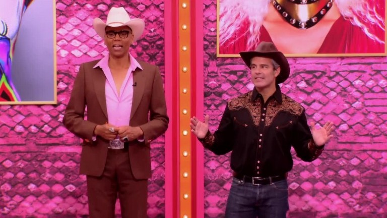 LEGENDADO - RuPaul's Drag Race S10E02 - PharmaRusical
