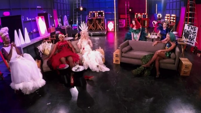 LEGENDADO - UNTUCKED RuPaul's Drag Race S10E03 - Tap That App