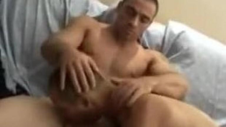 Arabe musculoso fode viadinho cedento
