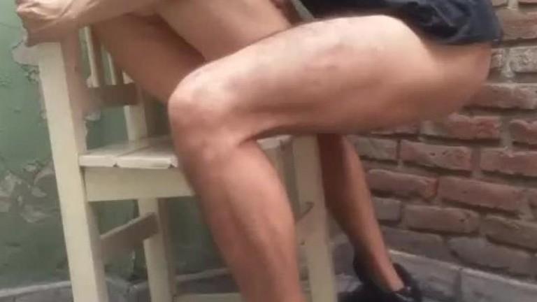 Arrombando novinho na cadeira