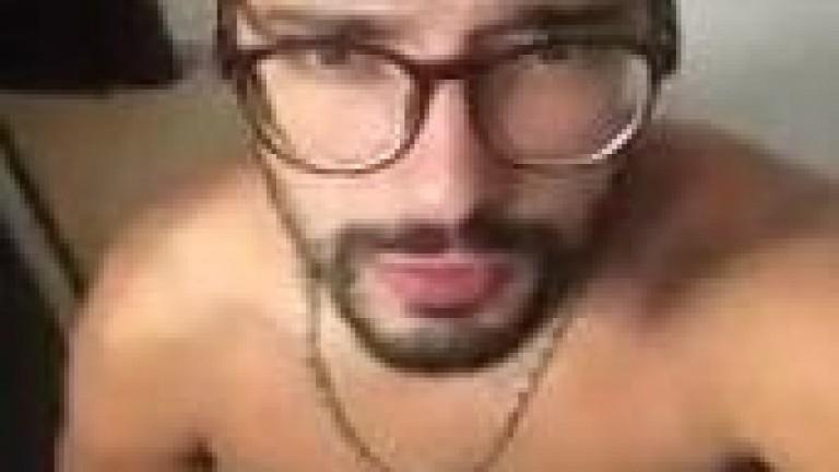Marcos Goiano mostrando o pequeno dote no banheiro sem retoques