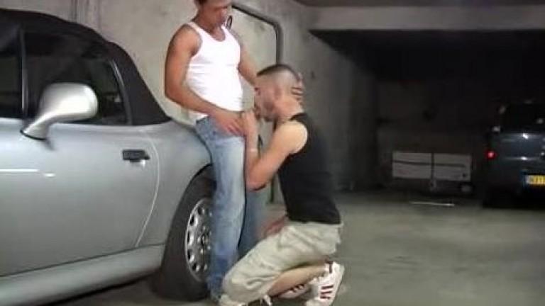 Citebeur: Dois macho no estacionamento
