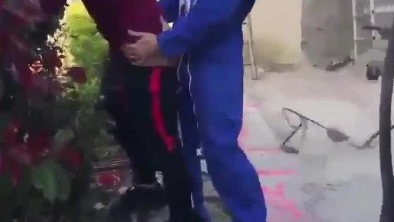 Dando o cu pro jardineiro