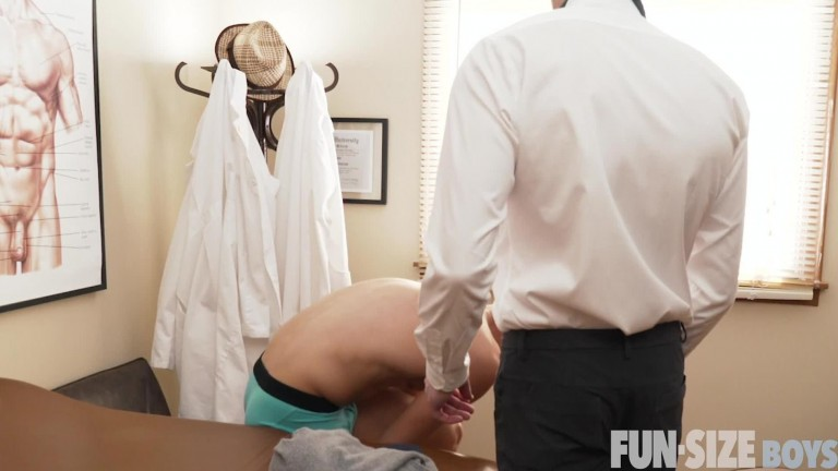 Fun Size Boys - Logan and Dr Wolf Chapter 3