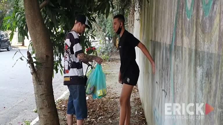 Erick Diaz & Gabriel Martins - Ajudando O Novinho Que Torceu O Pe Voltando Do Mercado