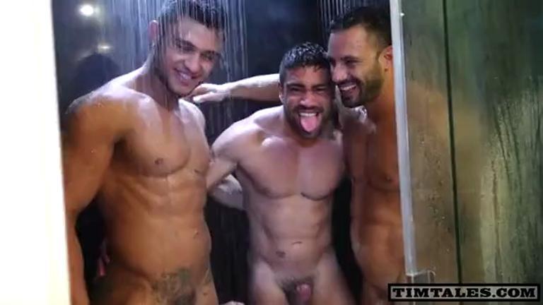 Festa do Tim na banheira com Tim Kruger, Flex Xtremmo, Diego Lauzen e Wagner Vitoria
