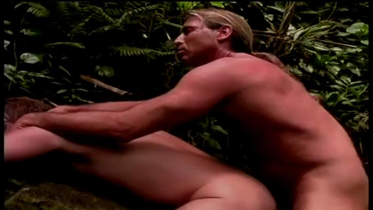 Perdido na selva fudendo igual animal