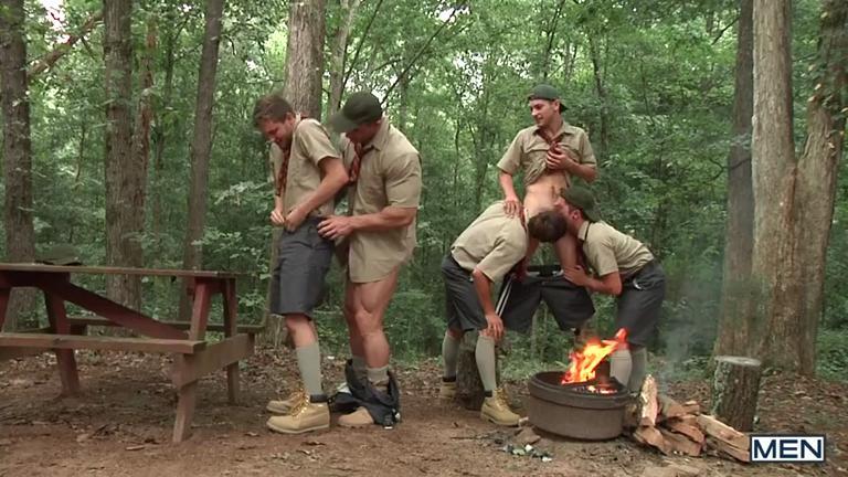 Zeb Atlas comendo 4 escoteiros