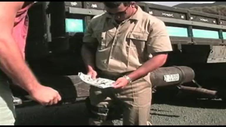 Policial dando o cu pro Caminhoneiro