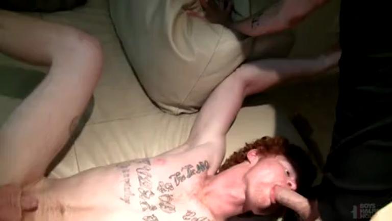 Sexo a 3 de presente para o namorado