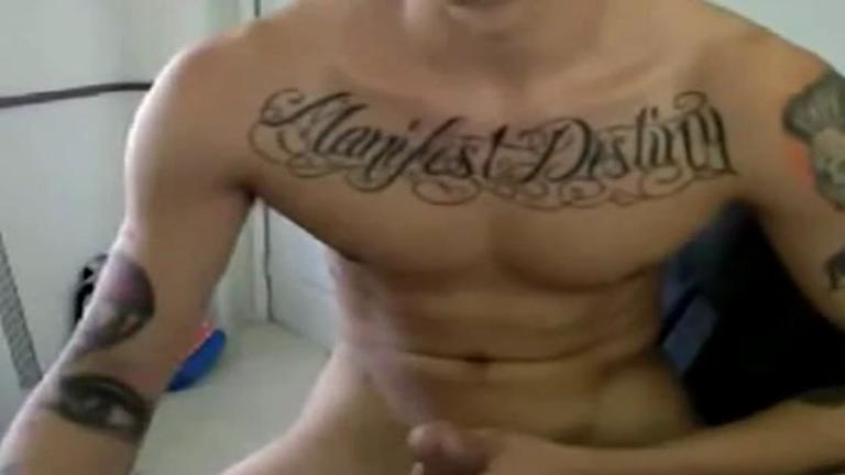 Tatuado Lisinho Batendo Punheta e Exibindo Pauzao na cam