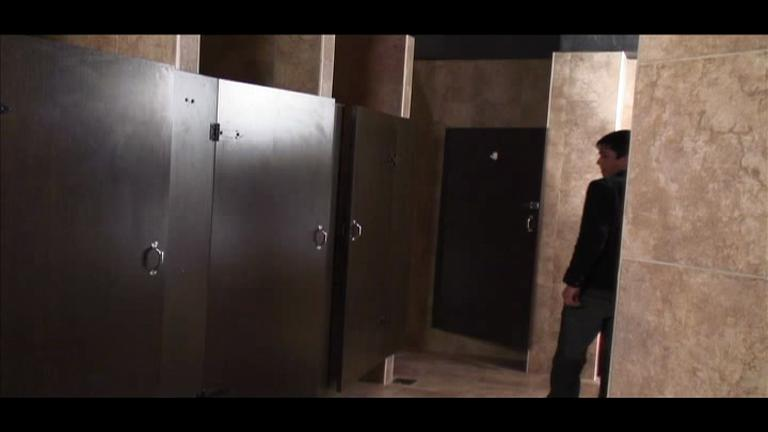 Putaria no banheiro da delegacia