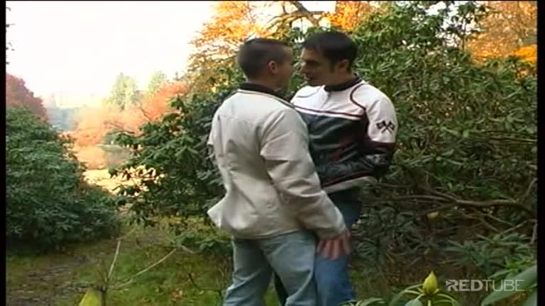 Caçando no parque e metendo no mato