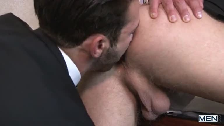 Moreno gostoso enrabando o loiro lindo.