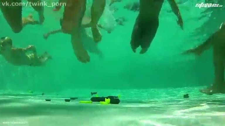 Suruba na piscina