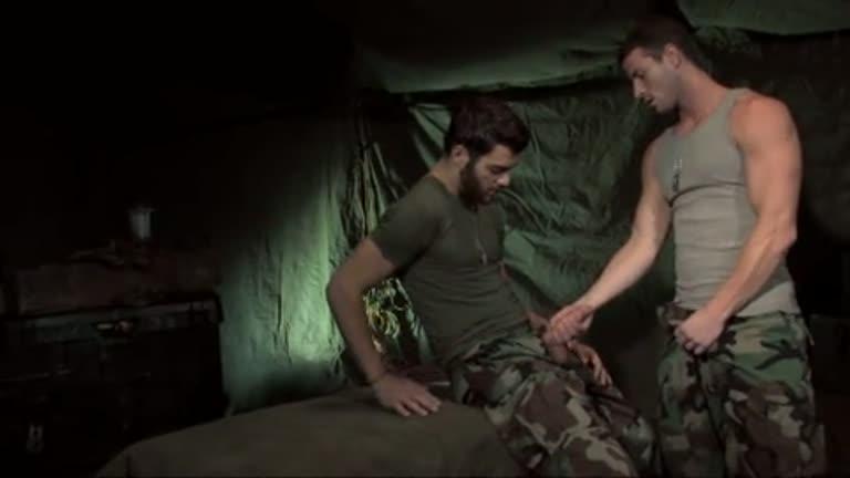 Soldados Safados fudendo na tenda