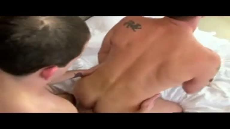 Novinho Pauzudo fodendo o cu do maduro