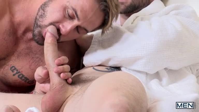 Dando ao vizinho de quarto (Dennis West e Wesley Woods)