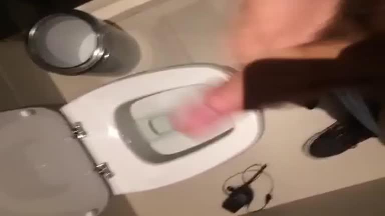 No banheiro, mais uma vez