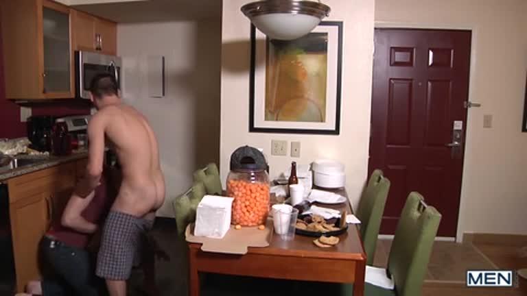 Johnny Rapid quase é pego pela faxineira comendo o gostoso do Jack Hunter