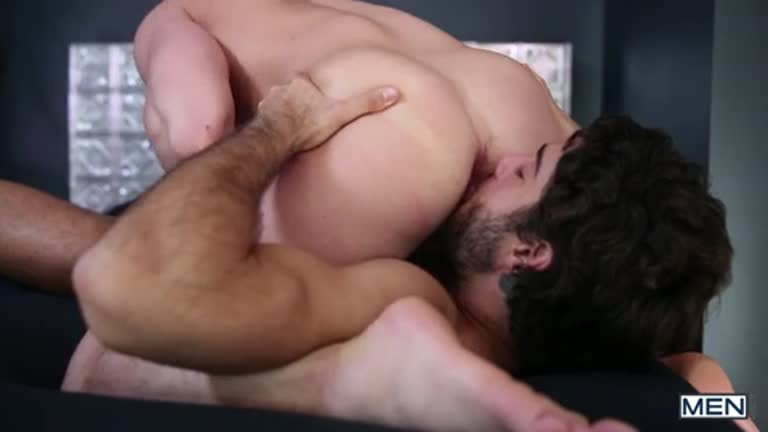 A delícia do Diego Sans enrabando o Tommy Regan