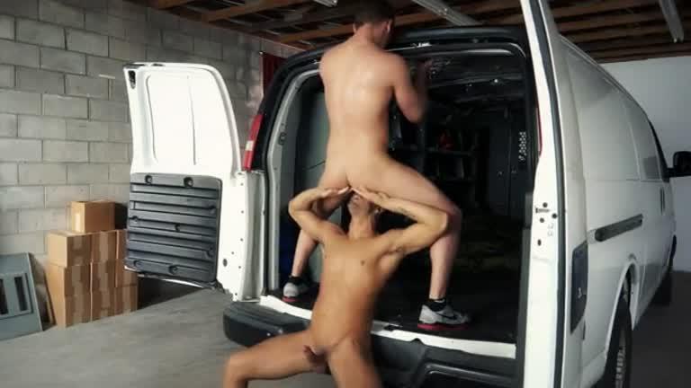 Metendo na garagem