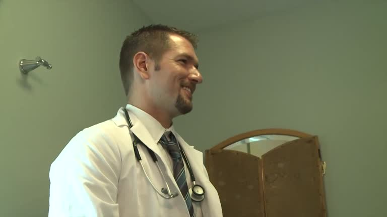 Medico abusando do paciente