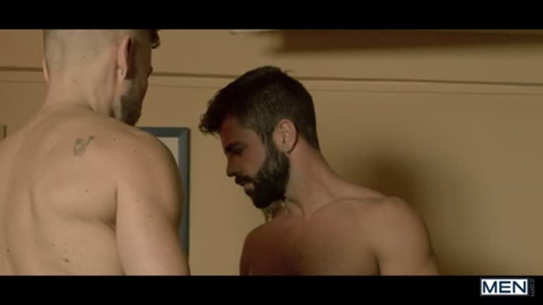 Dando de pau duro ao barbudo gostoso (Hector De Silva e Matt Anders)