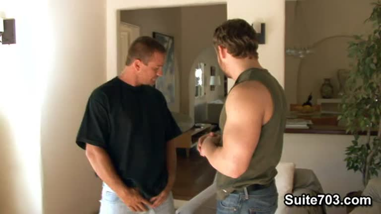 Ajudando o amigo do irmão (Nash Lawler e Johnny Donavan)