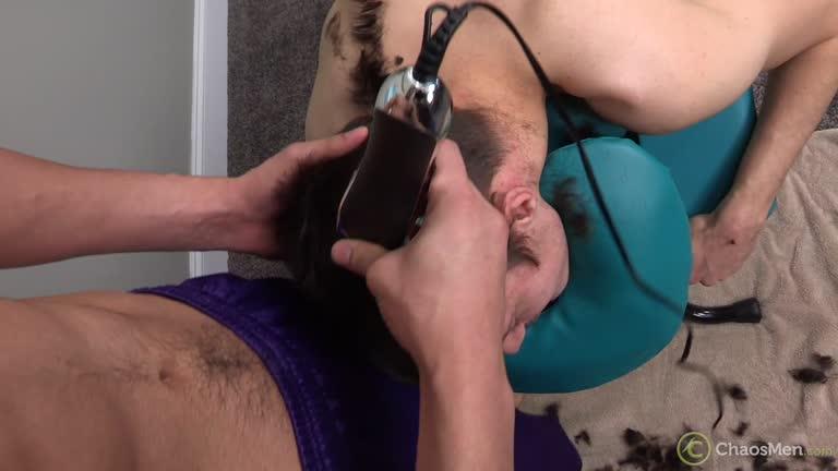 Metendo o vibrador no cu do puto safado