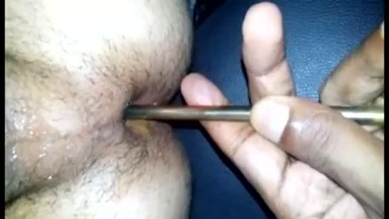 Guttão enfiando 1 Martelo e 3 chaves de fendas no rabo do escravo Natanzinho