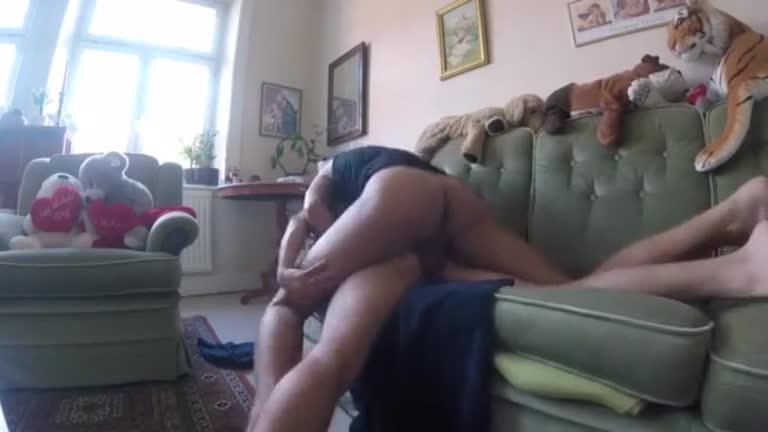 Motorista do uber ataca novamente no sofá