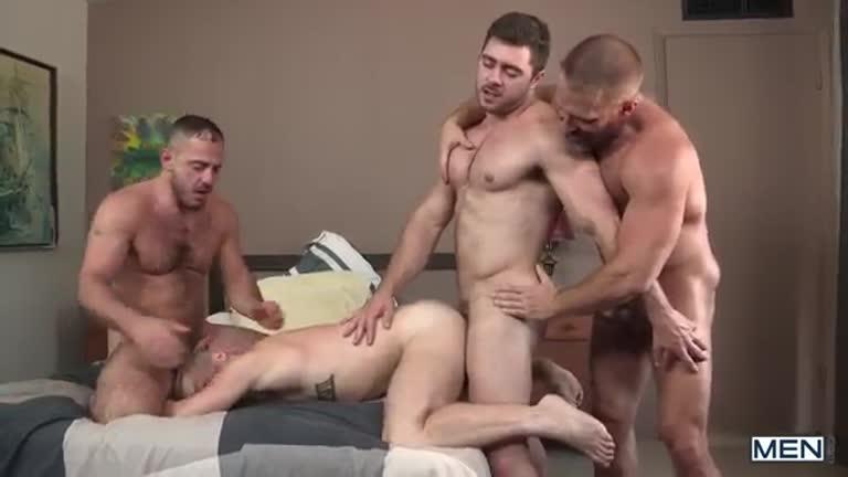 Os Ursos - Colton Grey, Derek Bolt, Dirk Caber & Marc Giacomo
