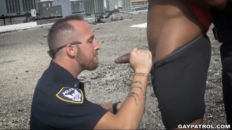 Policiais Dando para Negão