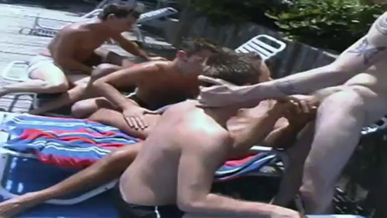 Sexo Oral: Paus Grandes na Festa na Piscina