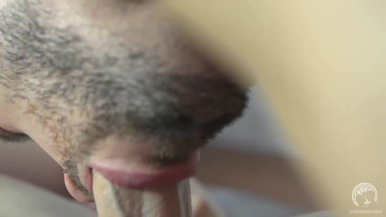 Tirando o cabaço do cu do HT