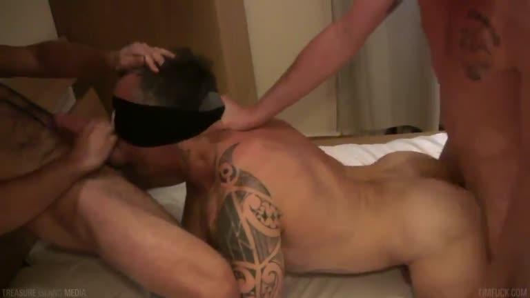 Puto malhado dando de venda pra dois roludos (Noah King, Enzo & Sebastian Slater)