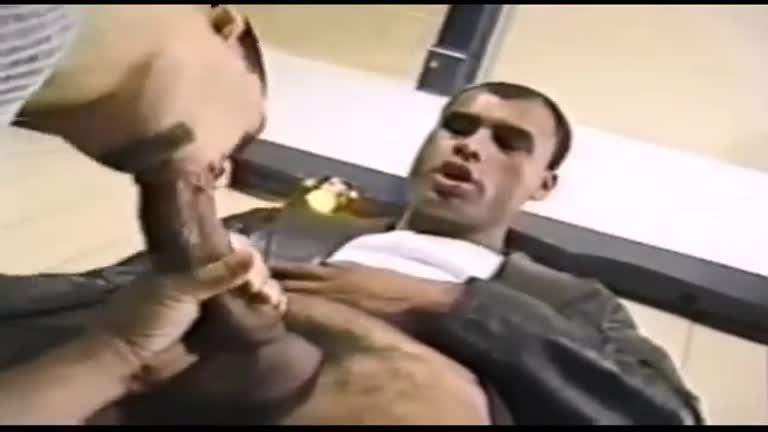 Paulo Guina fodendo no bar