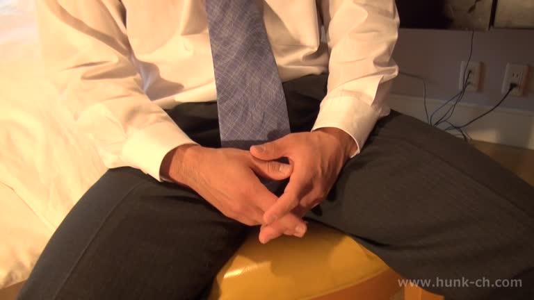 Japonês musculoso punhetando