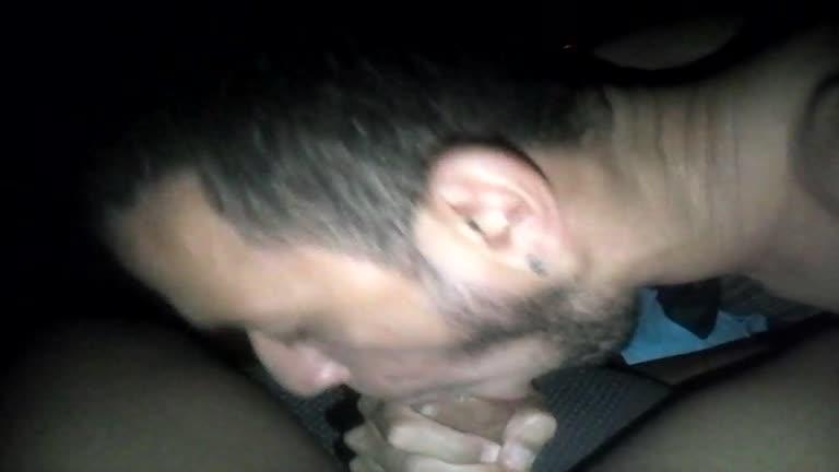 Chupando o motorista do Uber