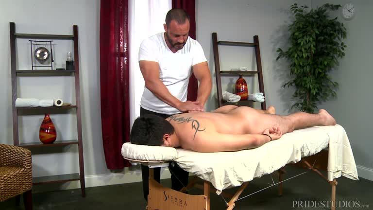 Massagem com uma rola grande - Big Cock Massage