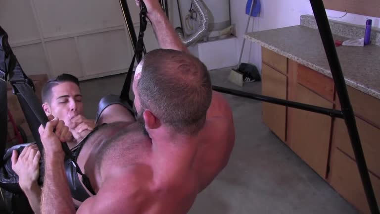 Manville - Twinky and The Bear - Dustin Gold fucks Shay Michaels