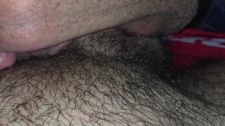 Uma bela putaria no banheiro da Cine Porno