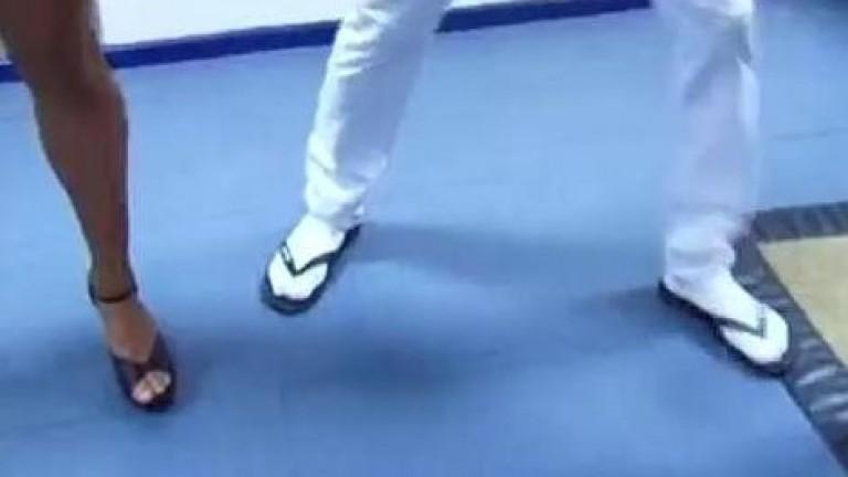 Neymar tem Fetiche por chinelo com meias, ele adora ficar calçado assim