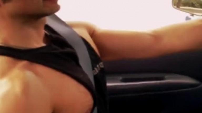 Blackey Madison chupando o próprio pau na caminhonete