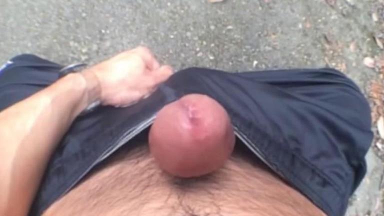 BlackeyMadison gozando sem as mãos e punhetando no carro